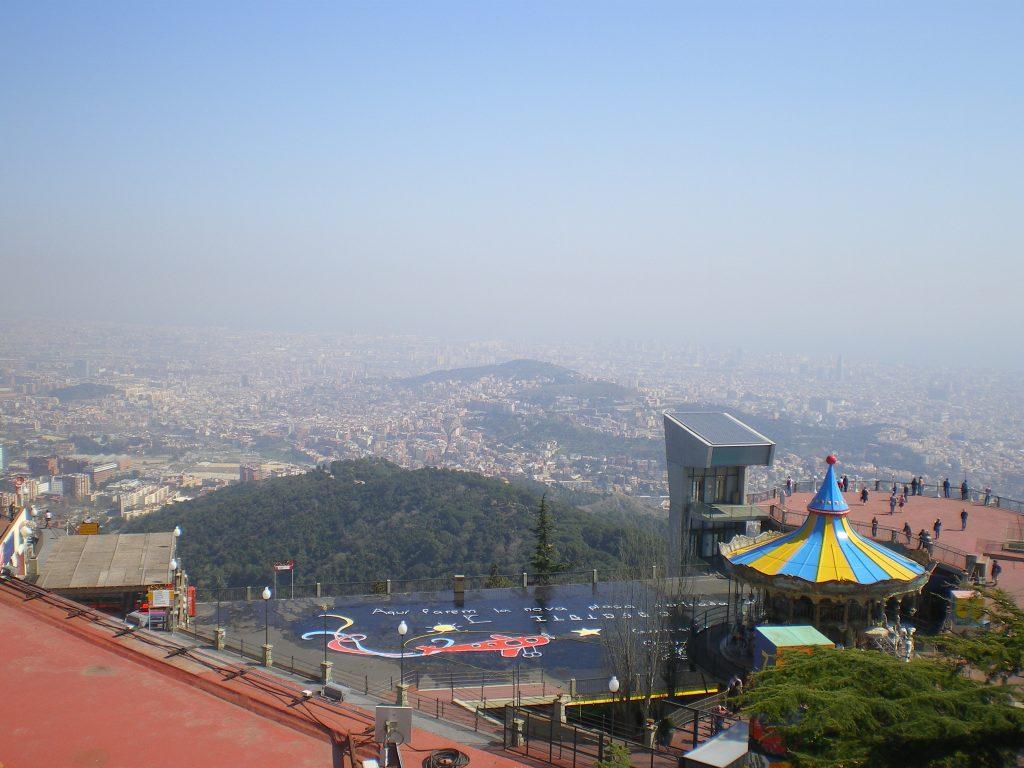 Vistas de Barcelona desde la montaña del Tibidabo