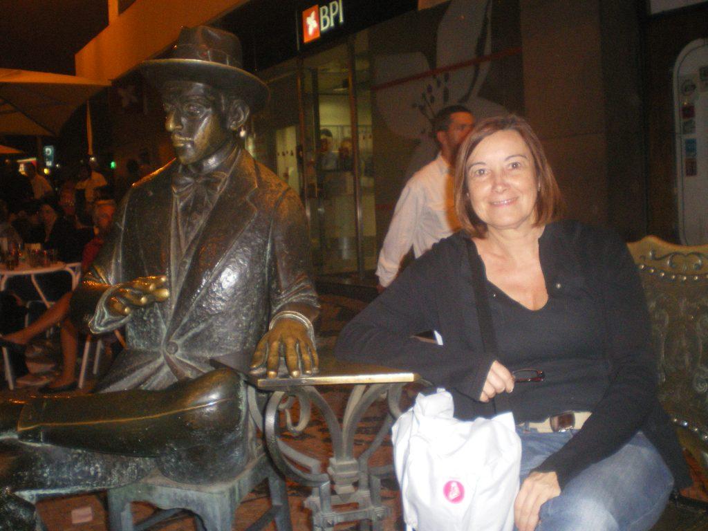 Estatua del escritor Pessoa