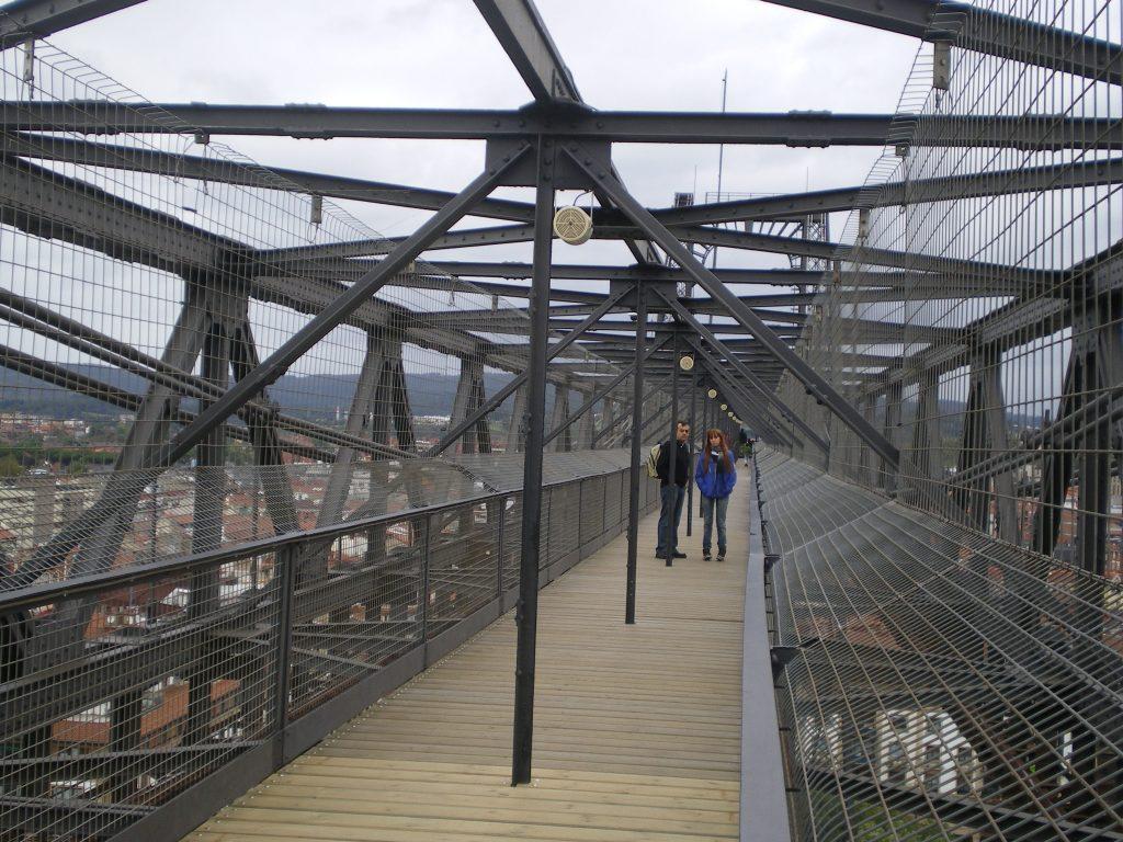 Cruzando el Puente de Vizcaya en Portugalete