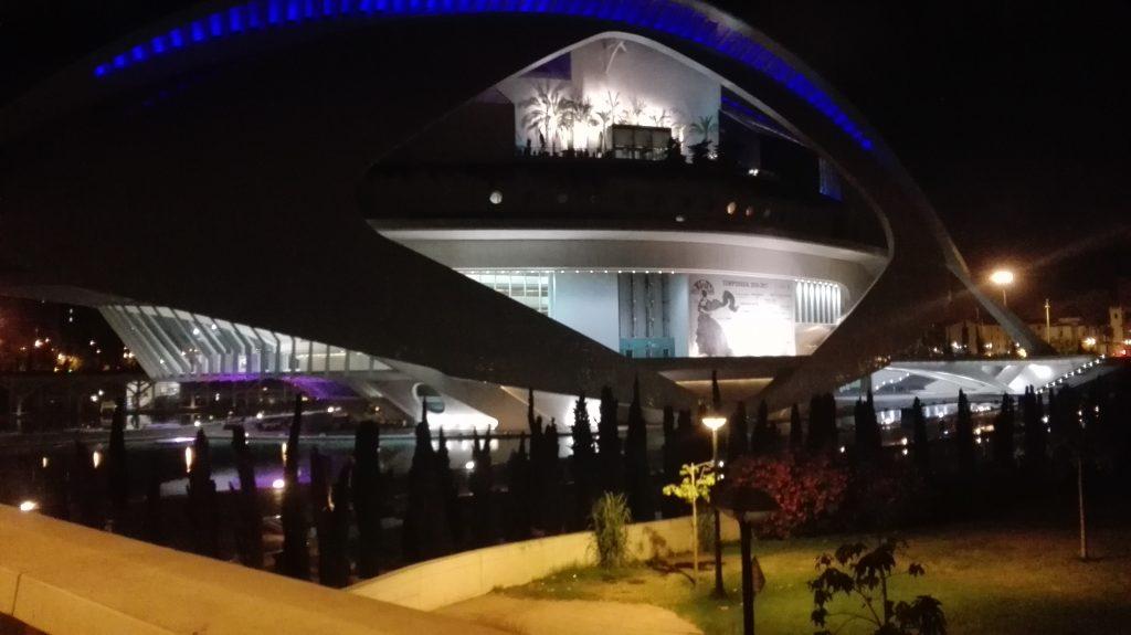 Palau de les arts por la noche