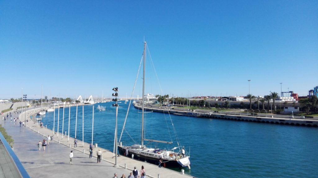 Vistas del puerto de Valencia desde el edificio Veles e vents